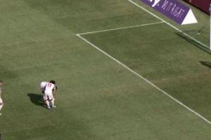 Đối đầu M.U, Salah và Mane tranh nhau đá phạt đền vô cùng hài hước