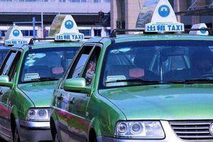 Tài xế taxi tìm mọi cách trả lại 22 triệu khách trả nhầm