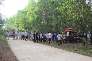 Vụ tai nạn ở Quảng Nam: Chôn cất vợ chồng nạn nhân đầu tiên