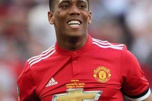 'Trêu ngươi' HLV Mourinho, Martial trả giá đắt