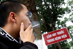 Vì sao dễ nghiện thuốc lá?