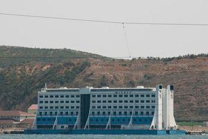 Lênh đênh số phận khách sạn nổi đầu tiên trên thế giới