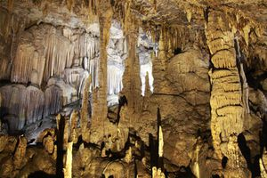 Bí ẩn khó tin và vẻ đẹp kỳ ảo của hang động đẹp nhất miền Bắc