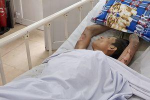 Cảnh sát bị thương khi khống chế kẻ ngáo đá nhốt cô gái ở Sài Gòn