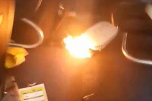 Sơ tán máy bay vì sạc pin dự phòng bốc cháy