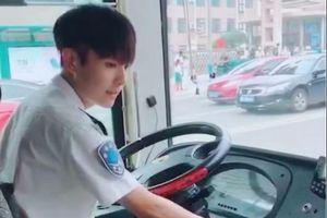 Tài xế xe bus điển trai như diễn viên
