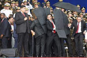 Khoảnh khắc máy bay không người lái ám sát Tổng thống Venezuela bị bắn hạ