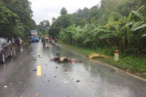 Va chạm với xe khách, hai người đi xe máy ngã văng xuống đường chết tại chỗ