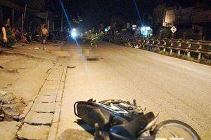 Hai thanh niên thương vong gần chiếc xe máy lúc rạng sáng