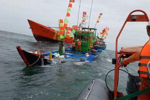 Cứu thành công 17 ngư dân trên tàu chìm ngoài khơi Vũng Tàu