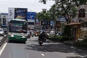 Xe buýt chạy ngược chiều ở Sài Gòn