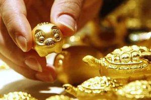 Giá vàng hôm nay 9.8: Vàng giảm, thị trường ảm đạm