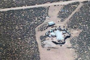 11 trẻ bị giam giữ tại sa mạc 'được huấn luyện xả súng trường học'