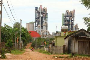 Sống khổ sở bên Nhà máy xi măng Sông Lam