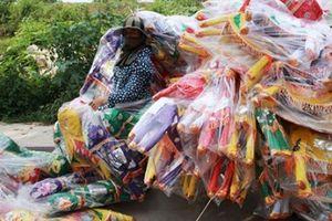 Cận tháng cô hồn, người người đổ về Bắc Ninh mua 'nhà lầu, xe hơi, đồ trang sức'