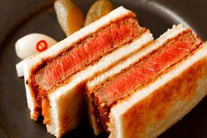 Miếng sandwich bé tí có giá gần bằng cả một tháng lương lại được rất nhiều người tìm mua
