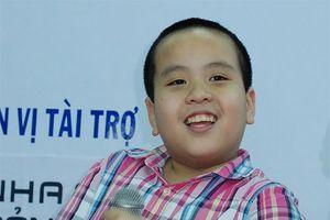 Thần đồng Đỗ Nhật Nam thử tài cầm 'cây đũa thần' tại đêm diễn từ thiện
