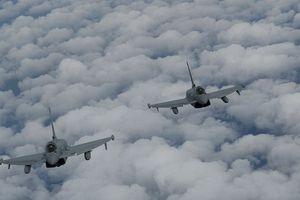 Không quân Anh tố Nga điều máy bay ném bom Su-24 đến Biển Đen