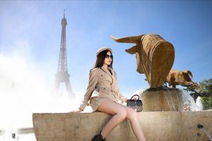 Ngân Anh khoe chân dài hút mắt trên đường phố Paris