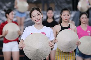 Ngập tiếng cười trong buổi tập chuẩn bị Gala 30 năm Hoa hậu Việt Nam