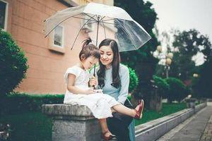 Gửi mẹ đơn thân: phụ nữ chỉ nên vì 2 người, người sinh ra mình và người mình sinh ra