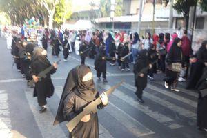 Rúng động vì trường mầm non Indonesia cho trẻ mặc như IS