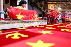Gia đình 4 đời may cờ Tổ quốc tất bật chuẩn bị cho dịp lễ 2.9