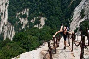 Rợn tóc gáy chinh phục đỉnh núi được ví như 'nấc thang lên thiên đường'