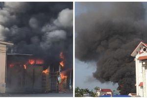 Cháy lớn thiêu rụi cửa hàng tạp hóa hàng tỷ đồng