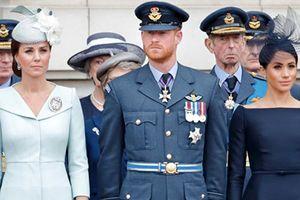 Mũ hoàng gia của Công nương Kate và Meghan khác nhau thế nào?