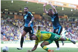 CLB giải hạng nhất Anh chơi độc chiêu... làm giảm 'nhuệ khí chiến đấu' của đối phương