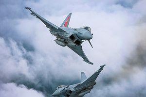 Video Anh đưa tiêm kích Typhoon chặn máy bay săn ngầm của Nga