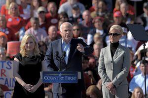 Thượng nghị sĩ McCain với các mốc thời gian và phát biểu đáng nhớ