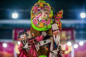 Người Hong Kong chi mạnh cho vàng mã vào ngày cúng cô hồn