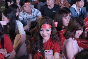 Người Sài Gòn tập trung về phố đi bộ Nguyễn Huệ xem Olympic VN