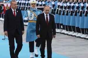 Ngả theo hay kiềm Nga: Thổ 'khó nghĩ' giữa căng thẳng với Mỹ?