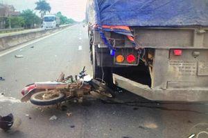 Hai vợ chồng gặp nạn dưới bánh xe đầu kéo