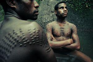 Tập tục cắt da bí ẩn ở Papua New Guinea