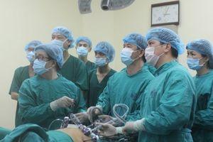 Lần đầu áp dụng kỹ thuật nội soi cắt u gan đa ổ thùy gan trái