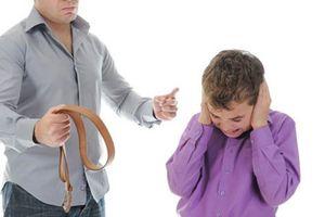 Con cái sẽ càng hư nếu như cha mẹ còn dạy theo kiểu này