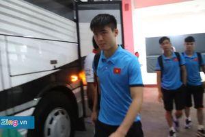 Thầy Park và các cầu thủ Việt Nam buồn bã ra về sau khi dừng bước trước Hàn Quốc