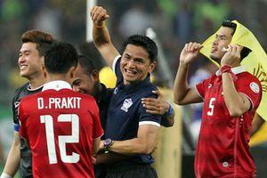 Bóng đá Thái Lan bị Việt Nam vượt mặt: Ếch vỡ bụng vì muốn to bằng bò