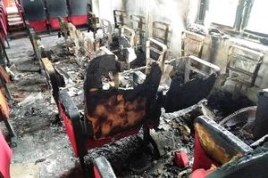 Trụ sở xã bốc cháy sau tiếng nổ, công an vào cuộc điều tra