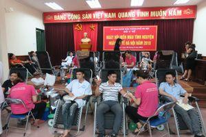 570 cán bộ, viên chức ngành Y tế Hà Nội tham gia hiến máu tình nguyện