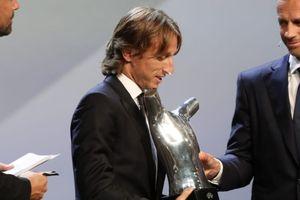 Cay cú thay em, chị gái Ronaldo dè bỉu danh hiệu Cầu thủ hay nhất châu Âu của Modric