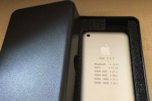 Bất ngờ với giá rao bán của nguyên mẫu iPhone 2G đời đầu
