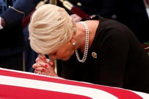Những hình ảnh cảm động tại lễ viếng Thượng nghị sĩ John McCain