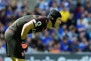 CĐV Arsenal yêu cầu 'trảm' Petr Cech sau màn trình diễn thảm họa