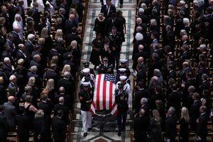 Nước mắt ngậm ngùi trong lễ tang John McCain ở Nhà thờ Quốc gia