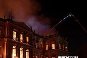 Bảo tàng quốc gia 200 năm tuổi của Brazil bị thiêu thành tro